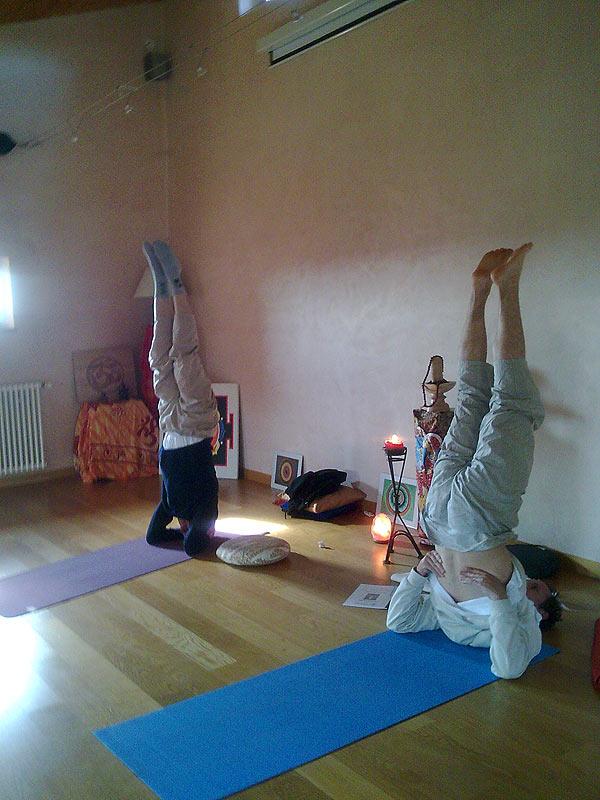Ateliers de Yoga - Sirsasana - posture sur la tête