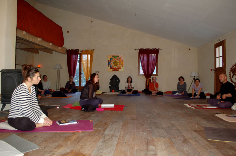 stage-yoga-manolaya-dec14