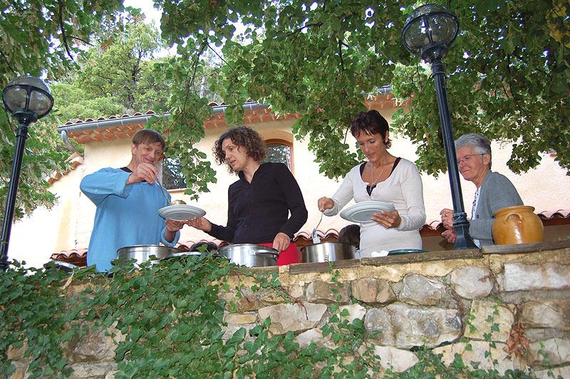 L'équipe du repas à l'oeuvre